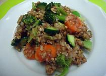 Pohanka s brokolicí, mrkví a pórkem