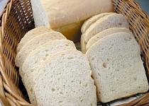 Světlý snídaňový chlebík z formy