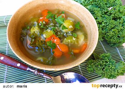 Zeleninová polévka s kadeřávkem a kuskusem