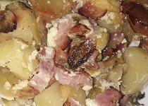 Brambory zapečené s anglickou slaninou a růžičkovou kapustou