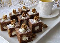 Kakaovo-ořechový piškot s tvarohem