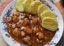 Kuřecí guláš s bramborovými knedlíky
