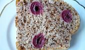 Ořechová bábovka s višněmi nebo třešněmi