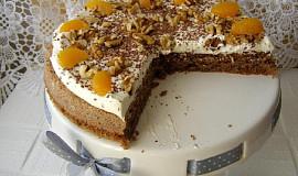 Ořechový dort bez mouky se šlehačkou