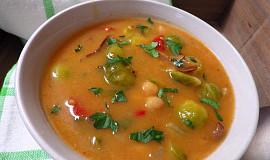 Polévka z  kapustiček s cizrnou a houbami
