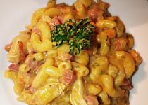 Těstoviny s kuřecím masem a uzenou krkovičkou