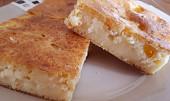 Tvarohový koláč s broskvemi