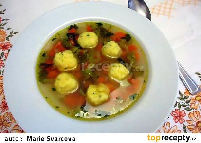 Zeleninové polévka s polentovými knedlíčky