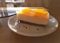 Broskvový tvarohový dort s limetkou