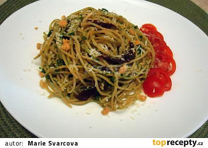 Celozrnné špagety s pestem z medvědího česneku