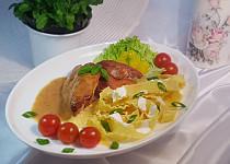 Křepelka na slanině, zelenině a těstoviny Mafaldine