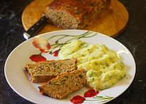 Krůtí sekaná s čedarem, mrkví a pikantní glazurou