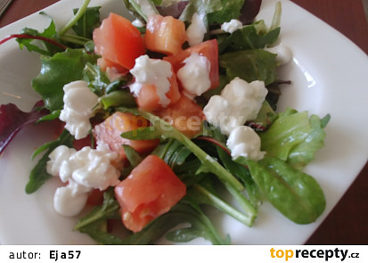 Lehká svačina ze směsi listových salátů