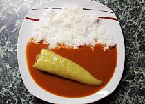 Rajská omáčka s plněnými paprikami a rýží