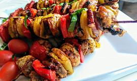 Ražniči z vepřového a drůbežího masa se zeleninou