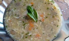 Žampionová polévka s krupičkou