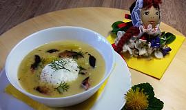 Bílá velikonoční polévka se ztraceným vejcem