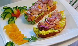 Chléb s domácím zavařeným masem