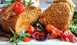 Italská sekaná s pórkem, bylinkami, rajčaty a slaninou
