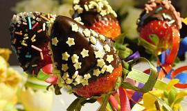 Jahody v čokoládě na velikonoční stůl