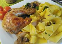 Kuře na zeleninovém roštu z kapusty a  červené cibule s jablky