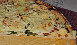 "Pizza ""Tre formaggi"" s medvědím česnekem"