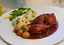 Pomalené kuřecí špalíčky v pikantní omáčce a zeleninová rýže