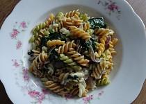 Těstoviny se špenátem, Nivou a lesními hříbky