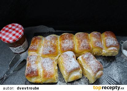 Luxusně nadýchané marmeládové rolky z kynutého těsta
