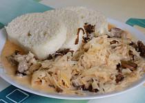 Segedínský guláš s kuřecím masem a houbami