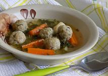 Slepičí polévka se zeleninou a  vaječno-žampiónovými knedlíčky