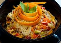 Thajský salát se skleněnými nudlemi