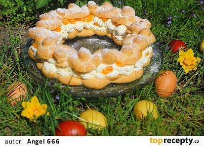 Velikonoční věnec z odpalovaného těsta s mandarinkami