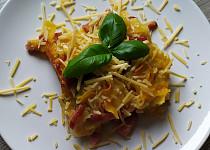 Zapečené těstoviny s uzenou krkovicí a cuketou
