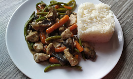 Kuřecí směs se zeleninou a žampiony