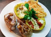 Panenka a plněné brambory s bramboro-mrkvovým pyré