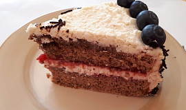 Špaldový ořechový dort s mascarpone-tvarohovým krémem