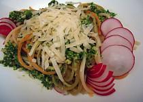 Trikolora špagety s ředkvičkovým pestem