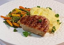 Tuňákový steak a máslová zelenina