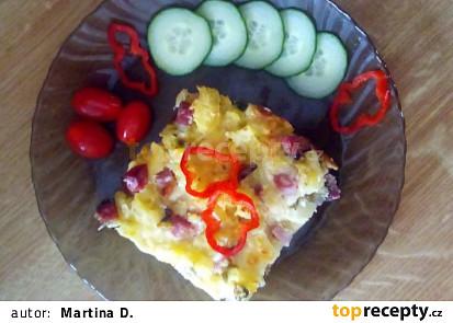 Zapečené brambory s uzeným masem a hráškem