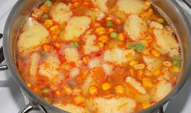 Zeleninová polévka s krupicovými haluškami