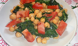 Cizrnový salát s rajčaty a mangoldem