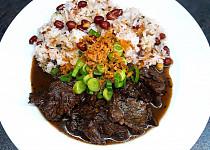 Korejské Bulgogi z hovězí veverky s jasmínovou rýží a arašídy