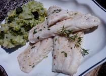 Candát se šťouchaným bramborem s brokolicí
