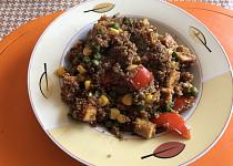 Quinoa s uzeným tofu, zeleninou a kešu