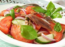 Rajčatový salát s ančovičkami