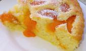 Smetanová bublanina s meruňkami