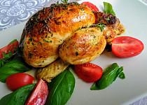 Baby kuřátko s bazalkovo-rajčatovým sosem