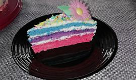 Barevný dortík se šlehačkou