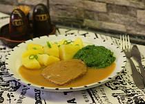 Hovězí plátky v česnekovo - hořčičné omáčce